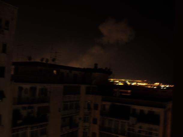 Sguardo verso l'Ilva di Taranto, intorno alle 2 di notte. 26 luglio 2012