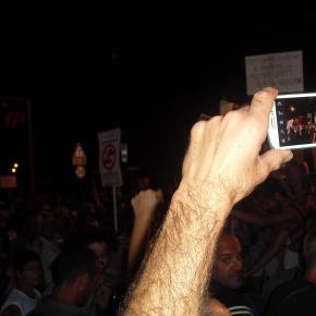 Tra l'istantanea condivisione via smart phone ed una targa impolverata ai Tamburi di Taranto, la storia si riscrivecosì