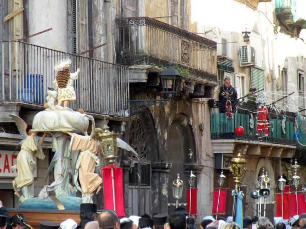"""""""Processione de u Bammine all'Erta"""" in città vecchia vista dall'Apecar, il 6 gennaio 2013, fonte: Ezia Mitolo"""