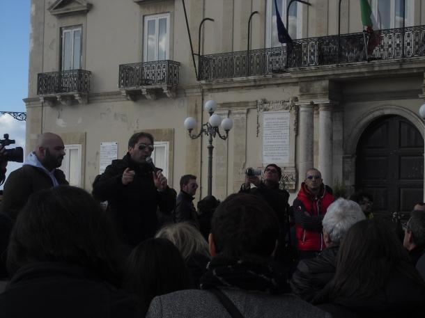 Cataldo Ranieri parla a cittadini e lavoratori