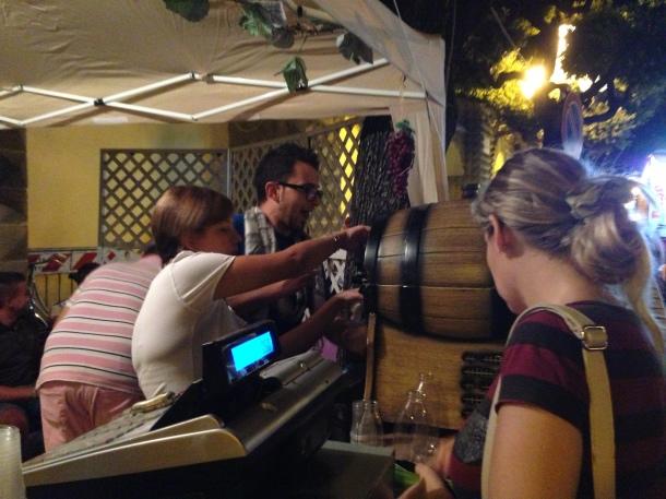 Parentesi enogastronomiche con vino locale, orecchiette, pettole, panini con carne alla brace