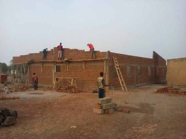 I lavori di costruzione del primo Centro di Maternità