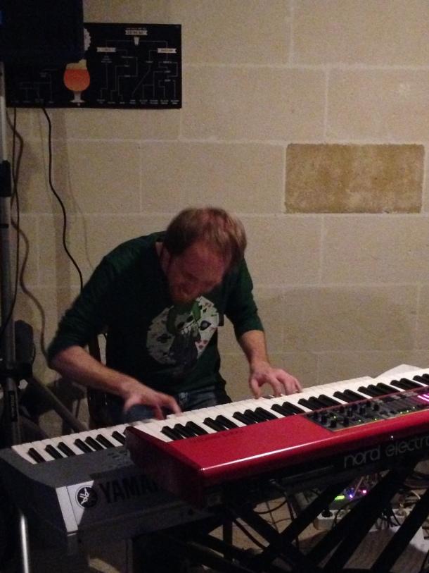 Aldo Di Paolo alla tastiera, davvero una scoperta! Brioso