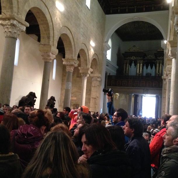 Folla in San Cataldo
