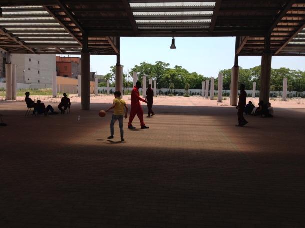 Partita a calcio tra i bambini dei Tamburi ed i migranti accolti