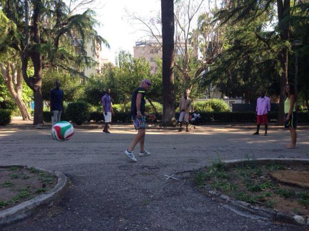 Partita di calcio in Villa Peripato. Fonte: Livia Chiatante.
