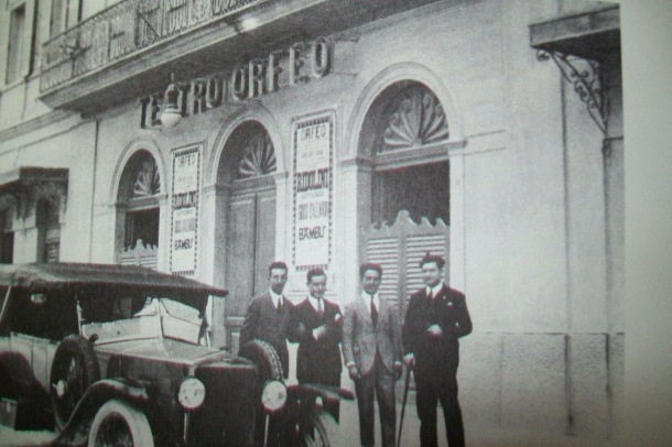 I fonatori del Cinema Teatro Orfeo, i Fusco, in una foto d'epoca messa a disposizione del programma del Centenario