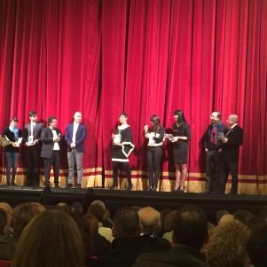 Diversi premiati a nome delle associazioni ed enti organizzatori di stagioni e cartelloni teatrali e musicali. Tra i tanti qui ritira il premio Cristina Chirizzi del Teatro Pubblico Pugliese