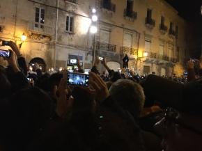 Anime incappucciate e Cuori Murati nella città vecchia di Taranto al passaggio dei SacriMisteri